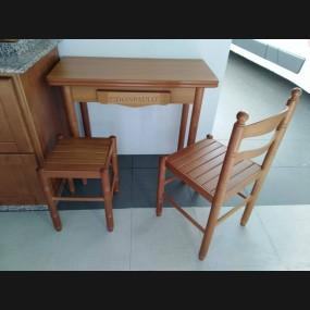 Mesa + silla + taburete...